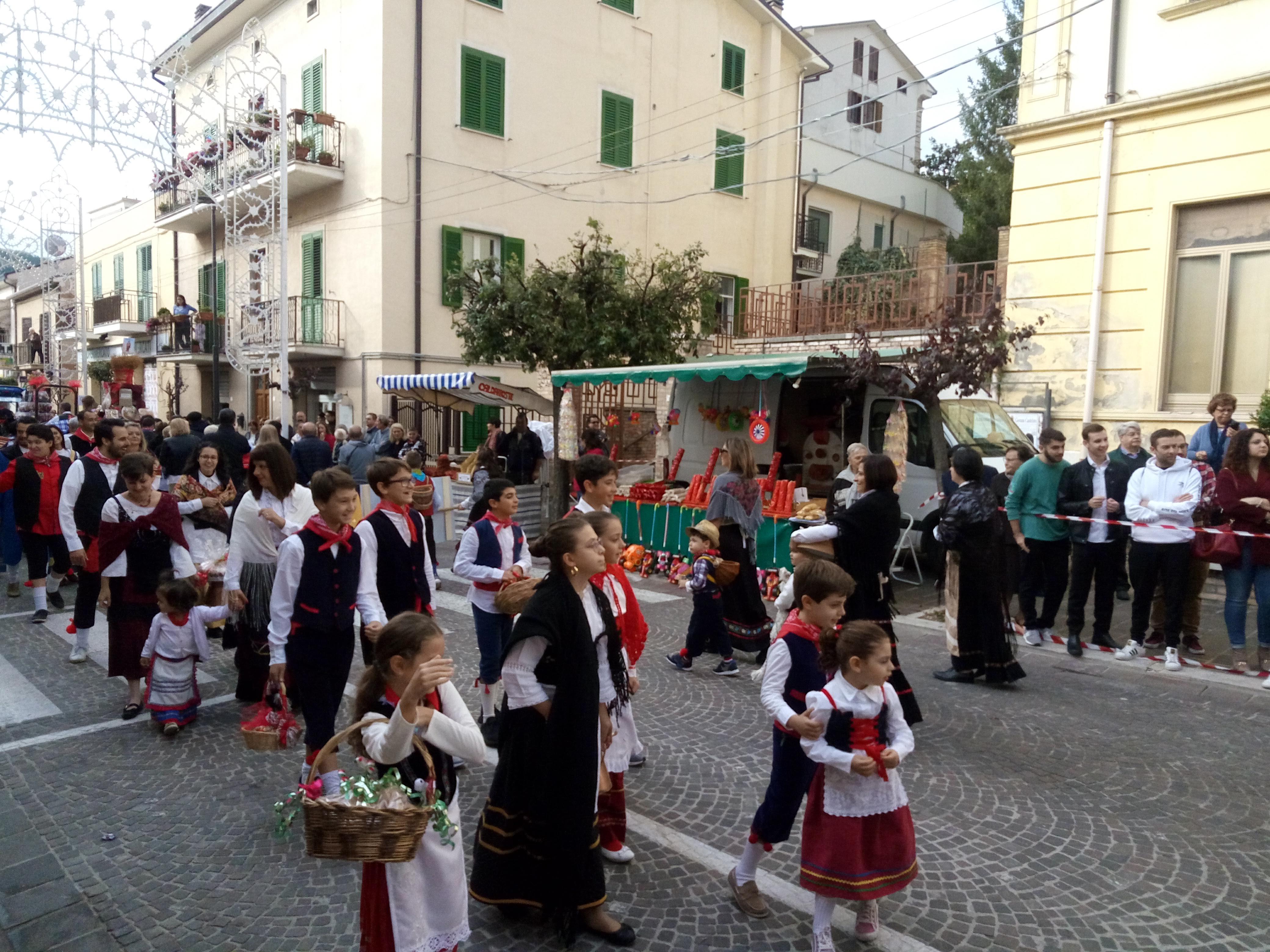 Casoli e la processione dei donativi. Santa Reparata