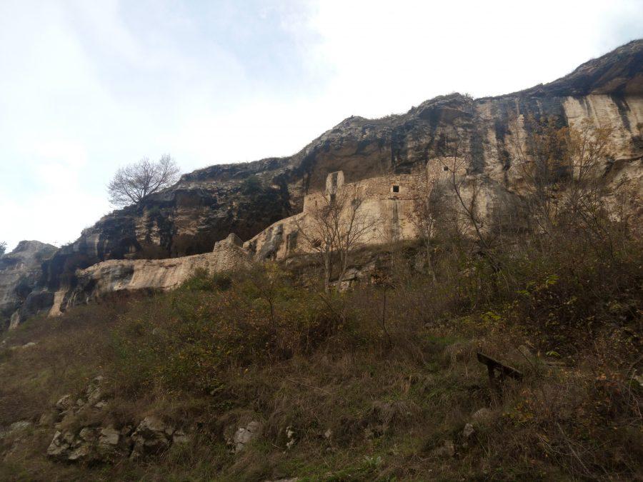 Eremo di San Bartolomeo - vista dal fiume sottostante