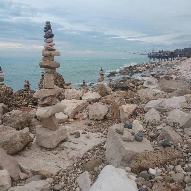 Un weekend in Abruzzo: ecco come uscire dagli schemi mentali- sculture in pietra a San Vito Chietino
