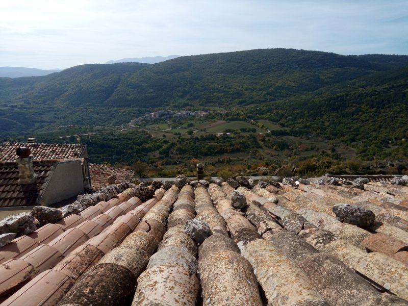 Castelvecchio Calvisio panorama sulla vallata dalla Chiesa