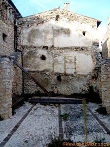 Castelvecchio Calvisio tour fotografico nella zona rossa in Abruzzo