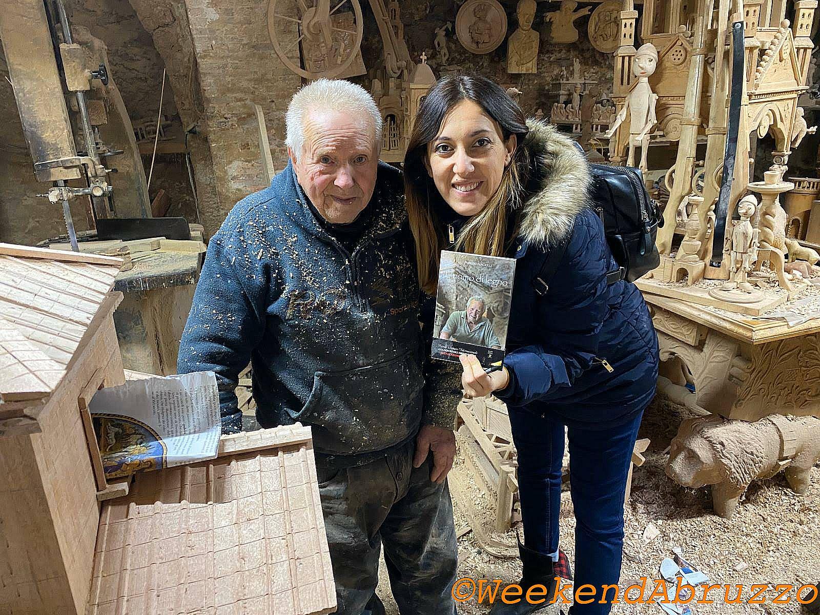 Mastro Tonino e il libro l'uomo di legno