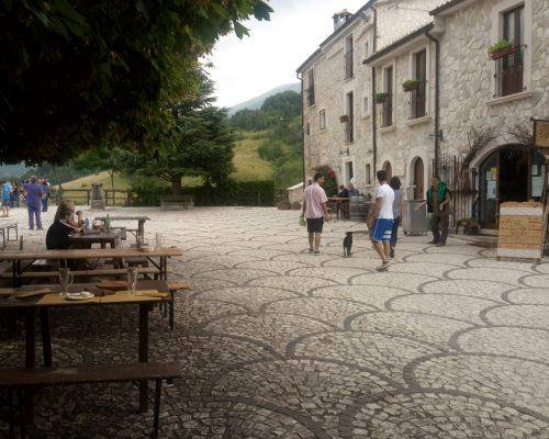 Piazza Di Roccacaramanico In Un Weekend Abruzzo
